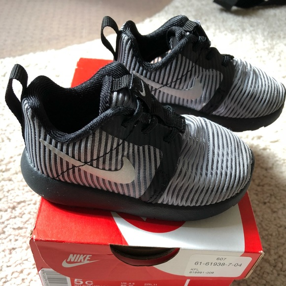 810d6af485fc Used Nike Roshe One Flight Weight Toddler Sneaker.  M 5ab95be29d20f0ef6facf873